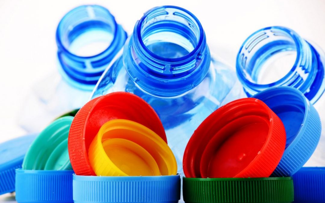 Elakkan Makan/Minum dan Simpan Makanan/Minuman di dalam Bekas Plastik