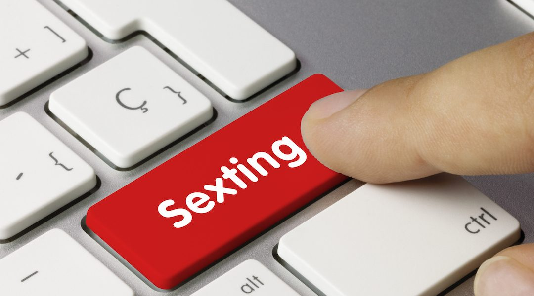 Sexting: Adakah Anak Anda Menjadi Pelakon Porno Jadian?