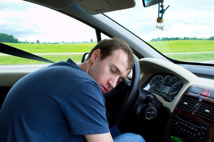 tidur dalam kereta