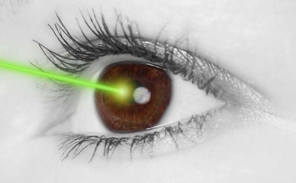 mata kena laser
