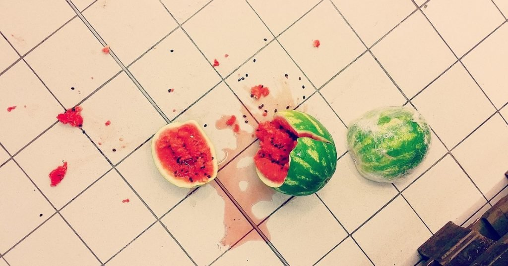 makanan terjatuh